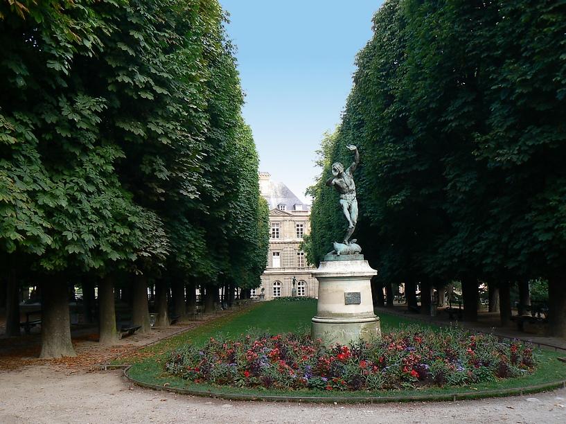 Le Jardin du Luxembourg: Statue Le Faune 018